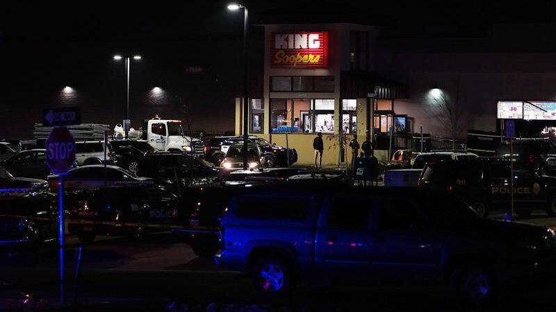 Nuevo tiroteo en Estados Unidos deja 10 muertos en un supermercado