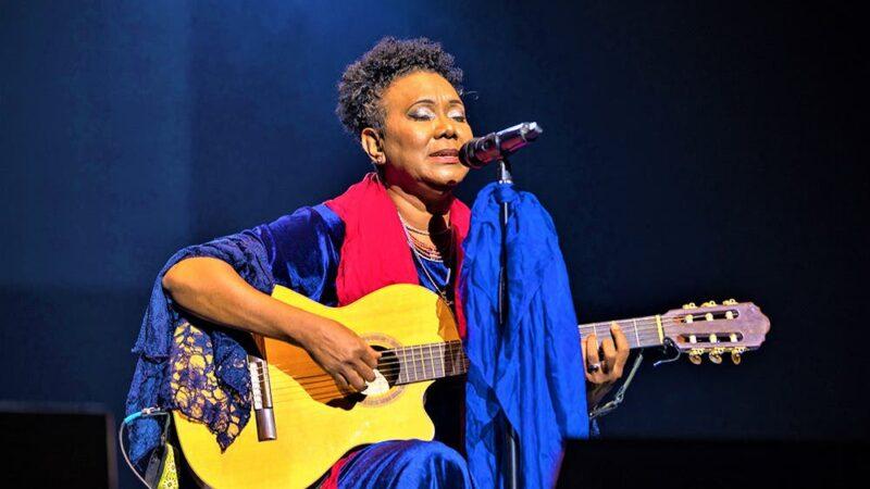 La cantante Xiomara Fortuna se encuentra hospitalizada