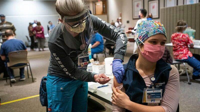 Alaska abre la vacunación contra la covid-19 a todos los mayores de 16 años