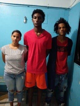 Policía captura a tres personas por asalto de mensajero en Higüey