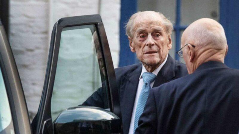 Príncipe Felipe sale del hospital tras 28 días ingresado