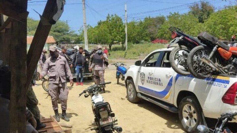 Autoridades apresan a 13 personas y desmantelan juego de azar en Montecristi