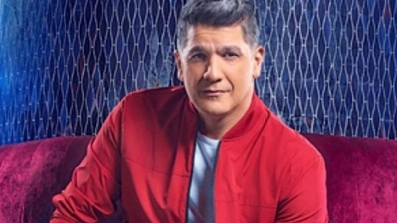Eddy Herrera presenta complicaciones en su voz; debe mantener reposo durante las próximas horas