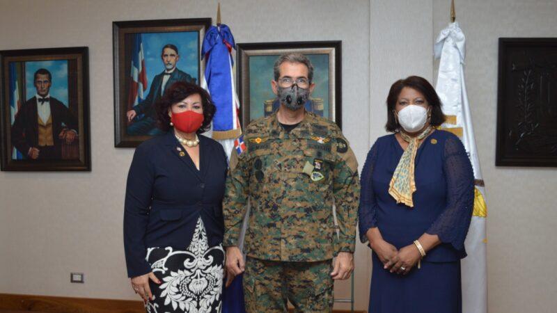 Ministro de Defensa recibe comitiva del Colegio Dominicano de Periodistas