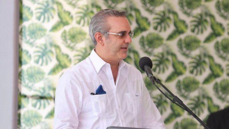 Presidente Abinader felicita a los periodistas en su día