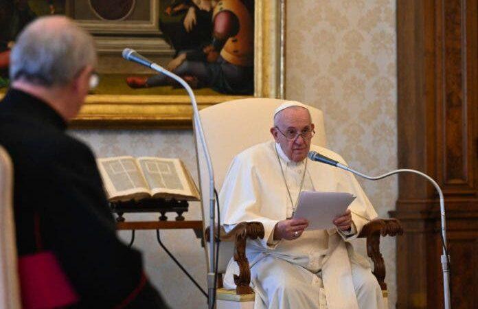 El papa convoca rezos en todo el mundo en mayo por el final de la pandemia