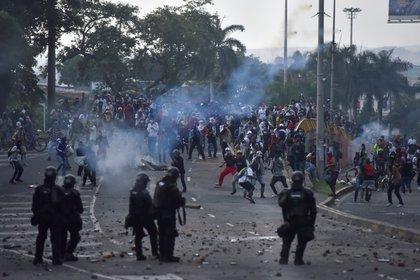Defensoría de Colombia registró 16 muertos y 700 heridos durante protestas