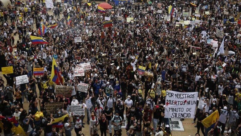 Las protestas en Colombia se mantienen vivas al grito de «no más violencia»