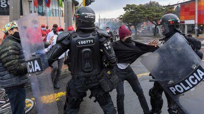 Violencia policial se descontrola en Colombia en medio de protestas contra el Gobierno de Iván Duque
