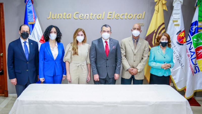 JCE, ADN y CONADIS firman acuerdo para la implementación de políticas que aseguren la participación de personas con discapacidad en igualdad de condiciones