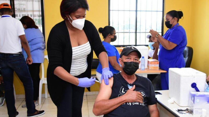 Salud Pública inicia vacunación contra Covid-19 a empleados de la Alcaldía SDN