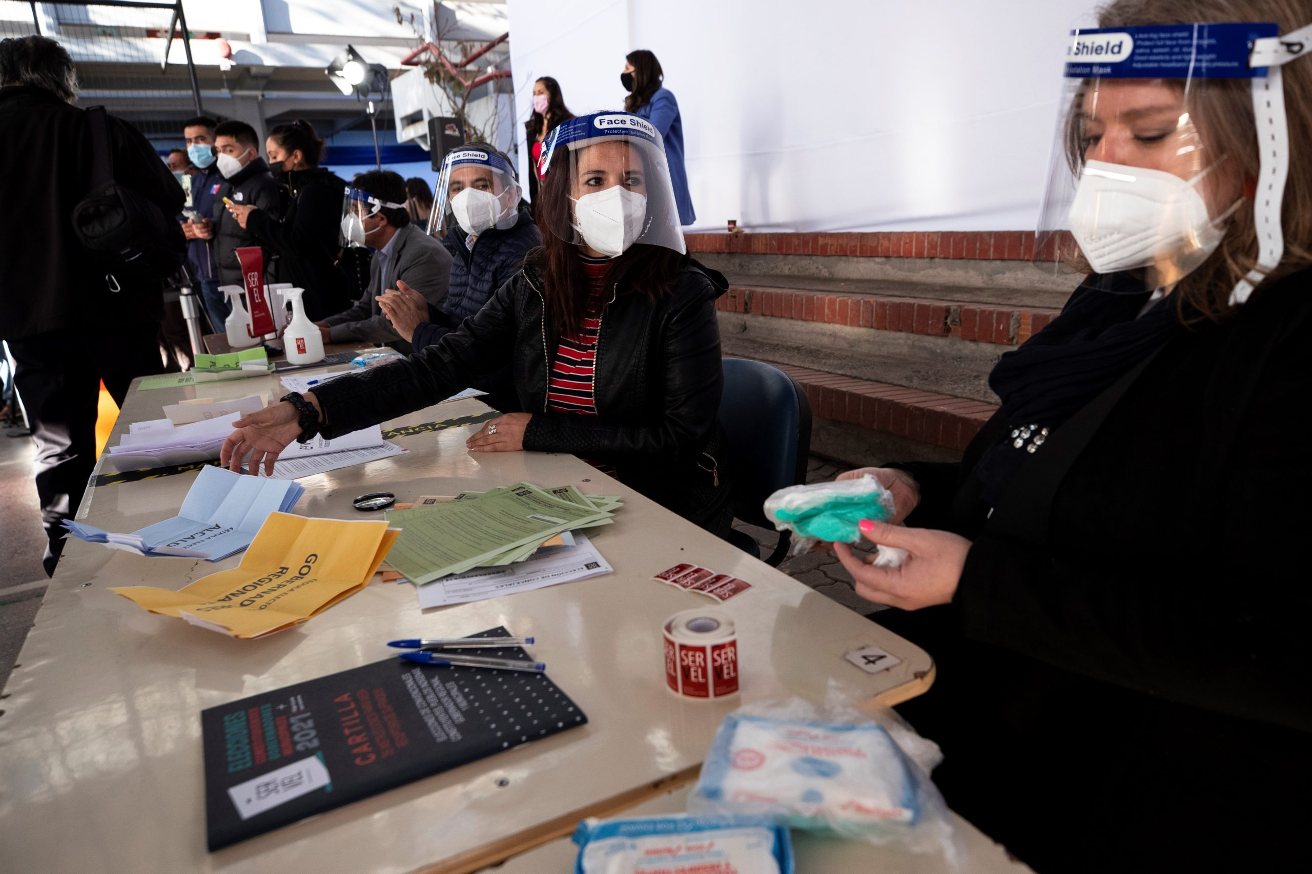 Chile encara históricos comicios constituyentes pendiente de la participación