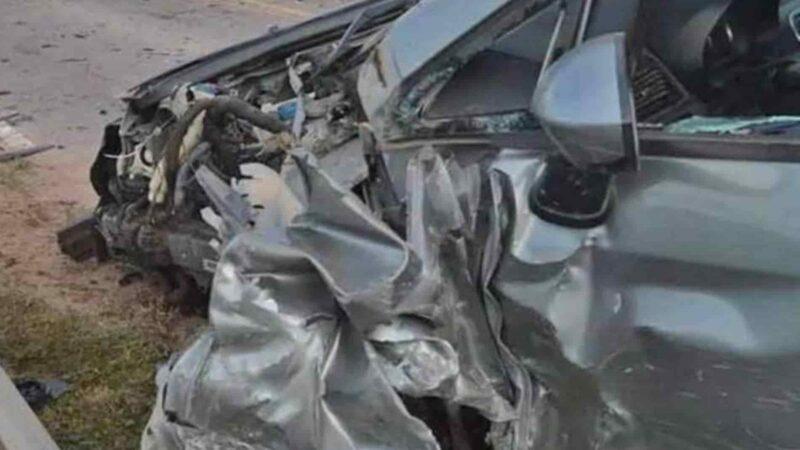 Muere hombre en Valverde tras choque de su camión con autobús