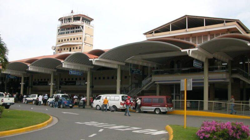 Hombre que mintió sobre bomba en Aeropuerto del Cibao lo hizo para evitar que novia se fuera a EEUU