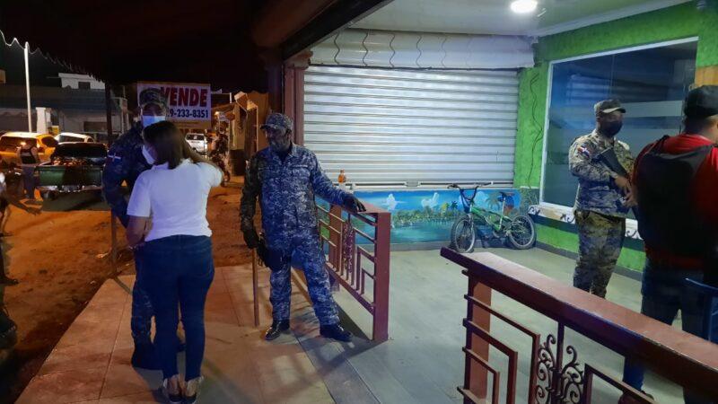 Cierran dos establecimientos de alcohol en Santiago Rodríguez por violar toque de queda