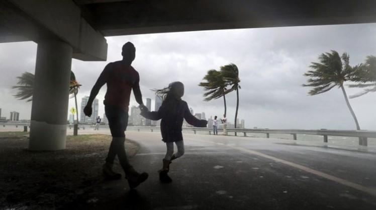Tormenta Elsa arroja lluvias torrenciales a su paso por el sureste de EEUU