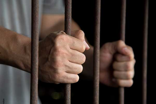 Dictan prisión a dos personas por tráfico de migrantes