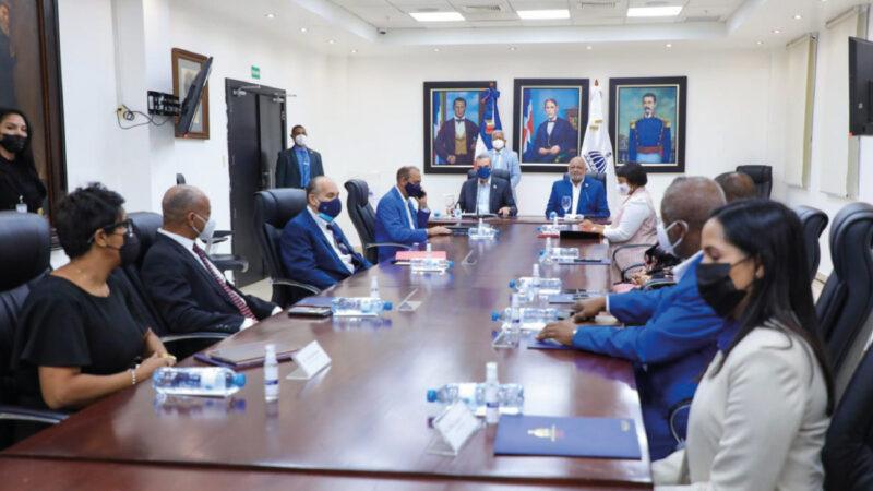 Presidente Abinader y ministro de Educación aprueban plan para nuevo año escolar presencial