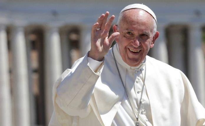 El papa Francisco permanecerá una semana en el hospital
