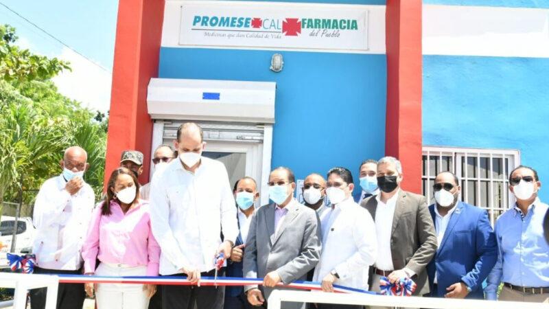 Inaugura tres nuevas Farmacias del Pueblo en la provincia Duarte