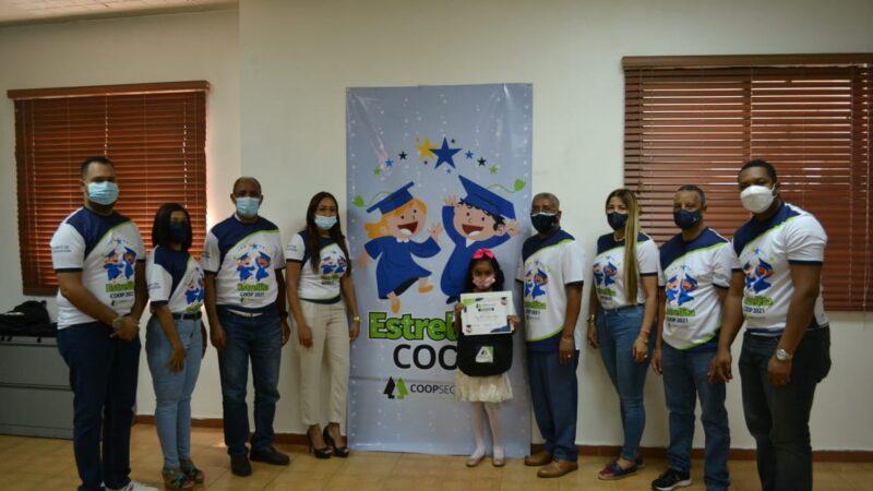 COOPSEGUROS brinda apoyo a estudiantes a través del programa ¨Estrellita Coop¨